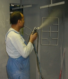 Manual wet enamel spraying of pan supports