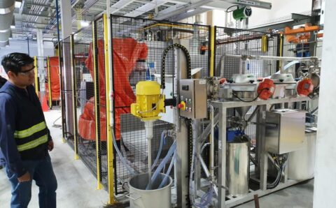 Semi automatic flow coating machines for wet enameling complex objects