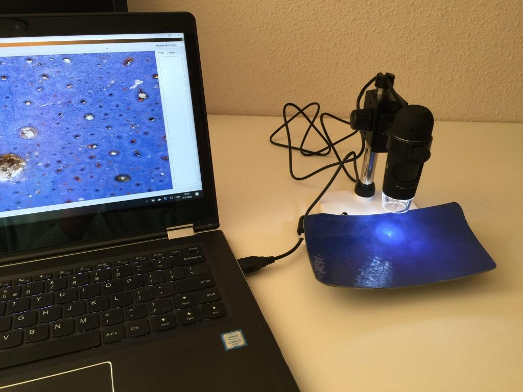Analyzing enameling defects with a digital microscoop.